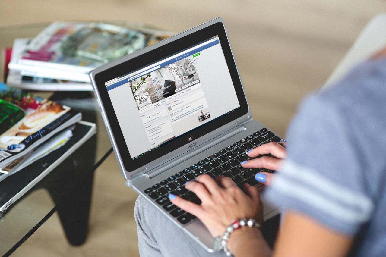 To Facebook πληρώνει κόσμο για να κάνει Live Video