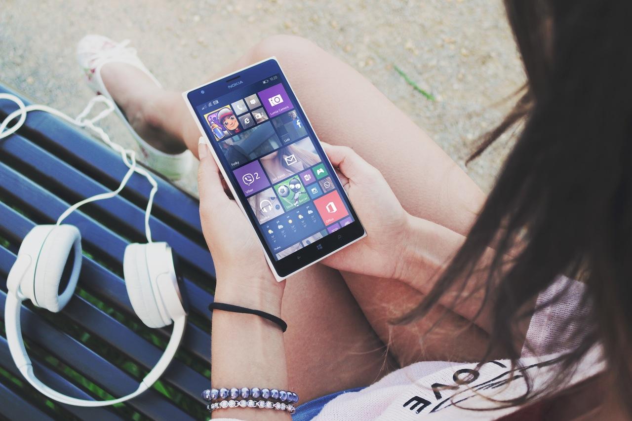 Ποια τηλεόραση; Οι νέοι προτιμούν τα Social Media