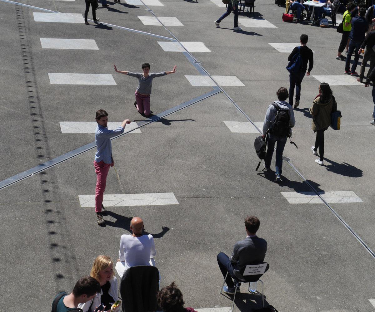 One One One | Ένας χορός σε δημόσιο χώρο αλλά μόνο για έναν!