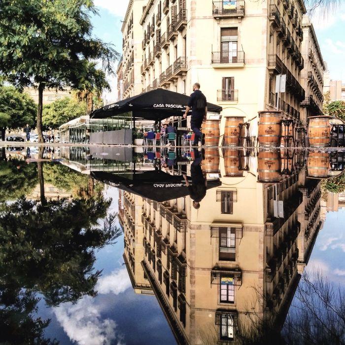 Πόλεις στην Ισπανία μέσα από αντανακλάσεις σε λίμνες νερού