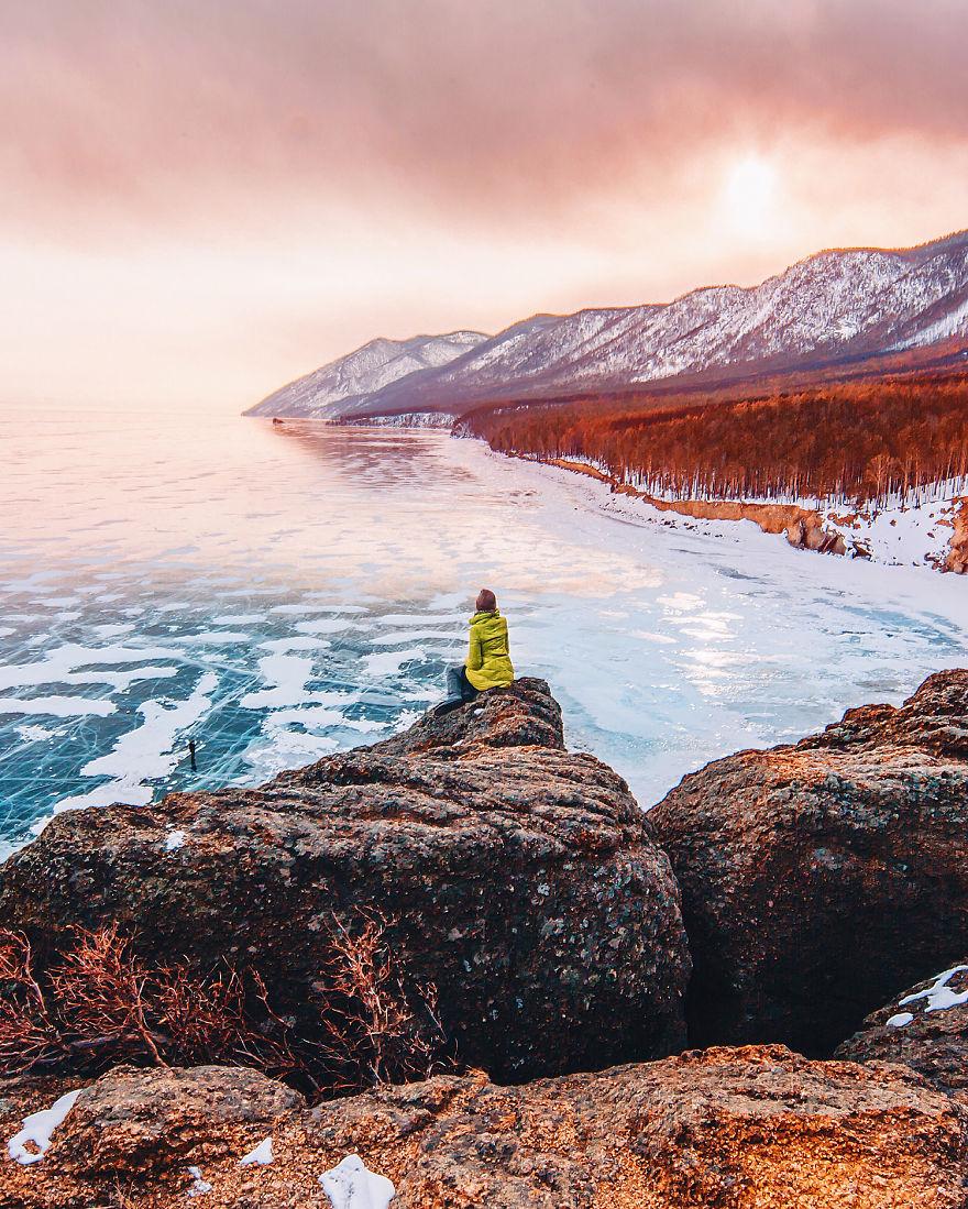 Baial: Η πιο μεγάλη και βαθιά λίμνη του κόσμου παγώνει και είναι όμορφη!