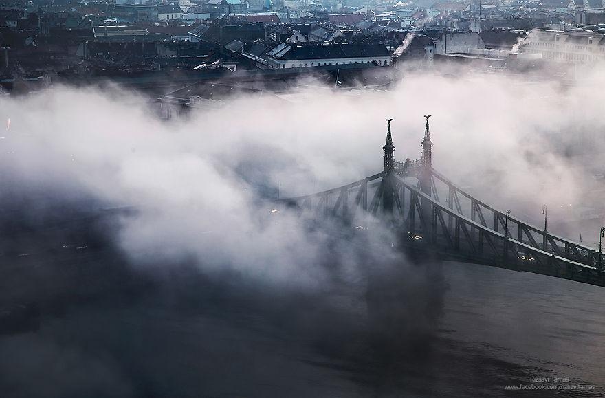Όταν η ομίχλη δε μπορεί να κρύψει την ομορφιά της Βουδαπέστης