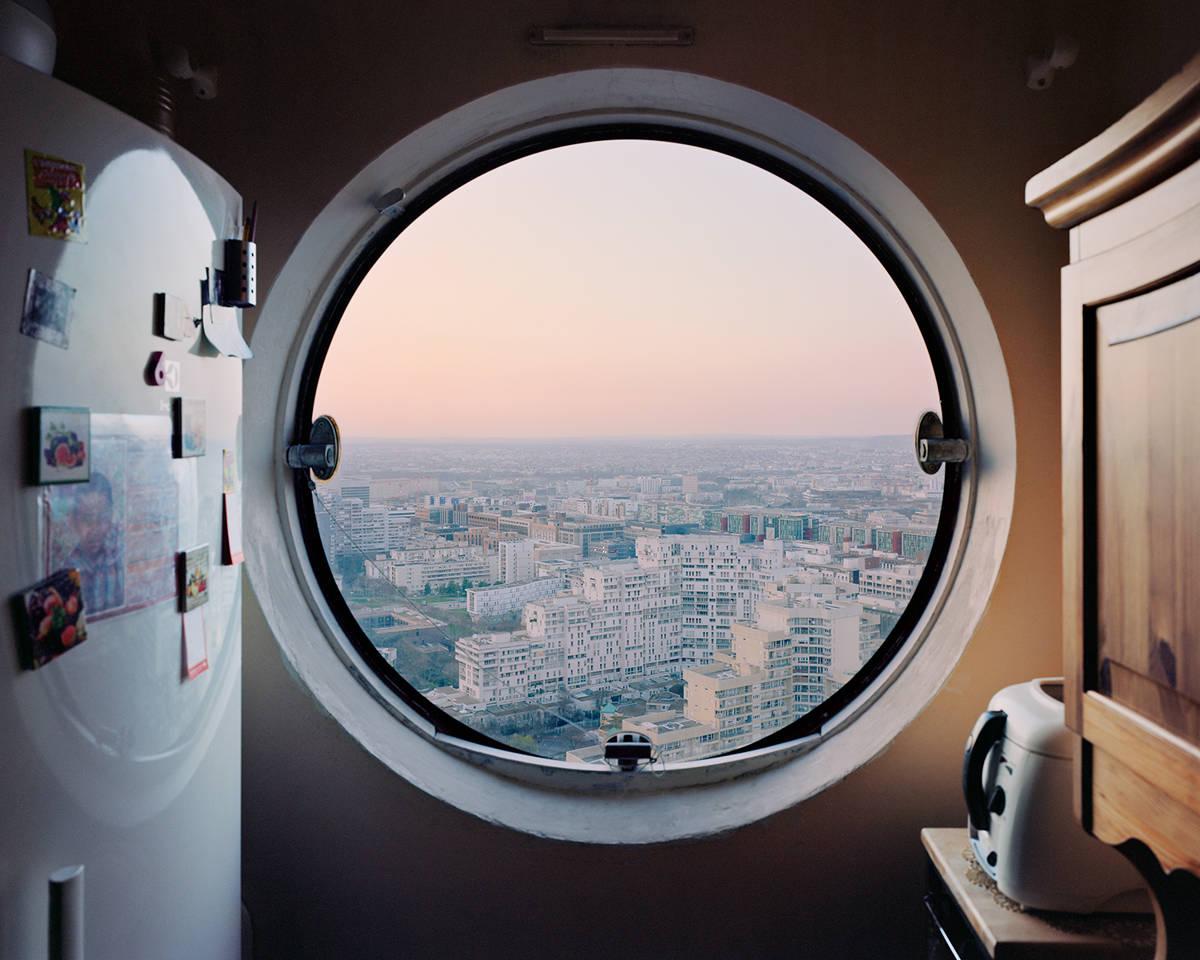 Ο Laurent Kronental βάζει τα παράθυρα πριν από την ίδια τη θέα